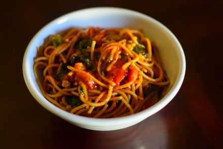 One Pot Pasta: Kale, Broccoli and Roasted Peppers Spaghetti